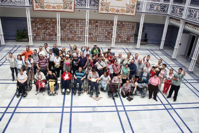 Los Centros de día para la Discapacidad de Totana realizan una visita guiada a la sede de la Asamblea Regional en Cartagena, Foto 5