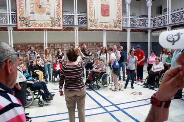 Los Centros de día para la Discapacidad de Totana realizan una visita guiada a la sede de la Asamblea Regional en Cartagena, Foto 7