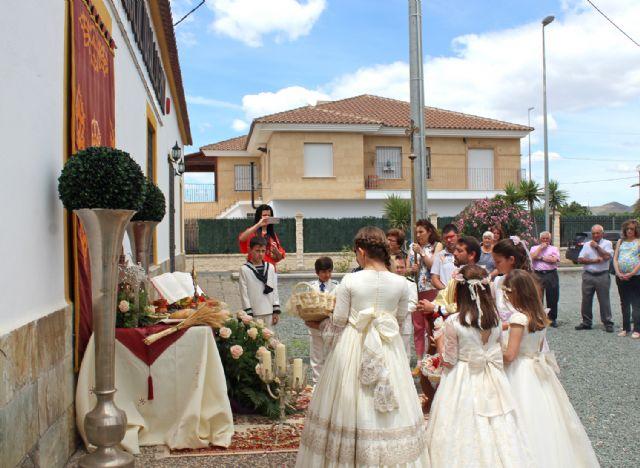 El 'Corpus Christi' recorre las calles lumbrerenses entre flores y nuevos comulgantes - 1, Foto 1