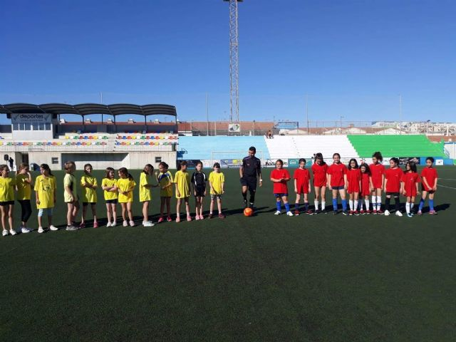 Más de 600 escolares disputan las finales escolares de mate, voley playa y fútbol8 en San Pedro del Pinatar - 1, Foto 1