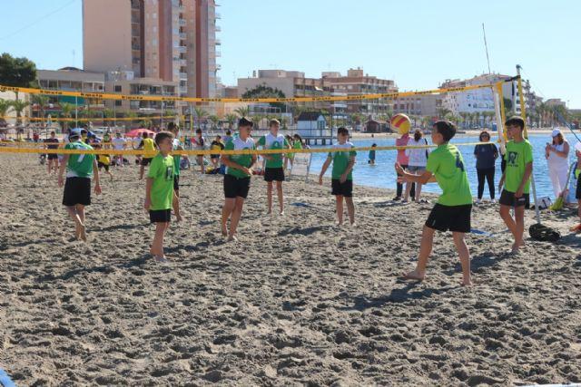 Más de 600 escolares disputan las finales escolares de mate, voley playa y fútbol8 en San Pedro del Pinatar - 2, Foto 2