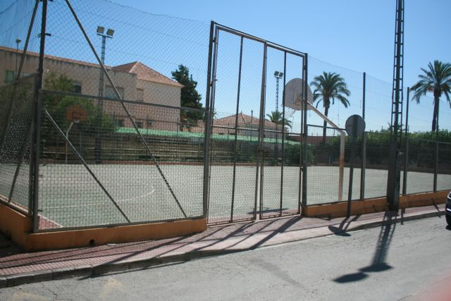 It is agreed that the management and revitalization of the sports courts of several neighborhoods of Totana assume the Department of Sports - 4