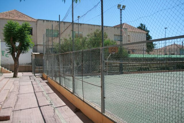 It is agreed that the management and revitalization of the sports courts of several neighborhoods of Totana assume the Department of Sports - 5