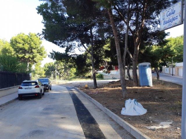 Finalizan las obras de renovación urgente de la tubería principal de agua potable en la calle Badajoz, en la urbanización