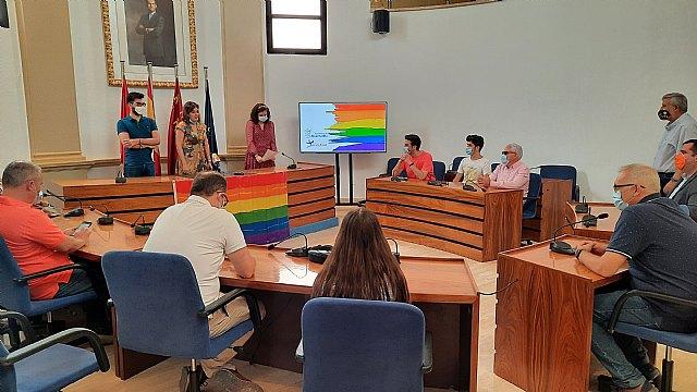 Las asociaciones juveniles de Alcantarillan leen el manifiesto para conmemorar el Día del Orgullo LGTBI - 1, Foto 1