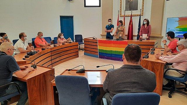 Las asociaciones juveniles de Alcantarillan leen el manifiesto para conmemorar el Día del Orgullo LGTBI - 2, Foto 2