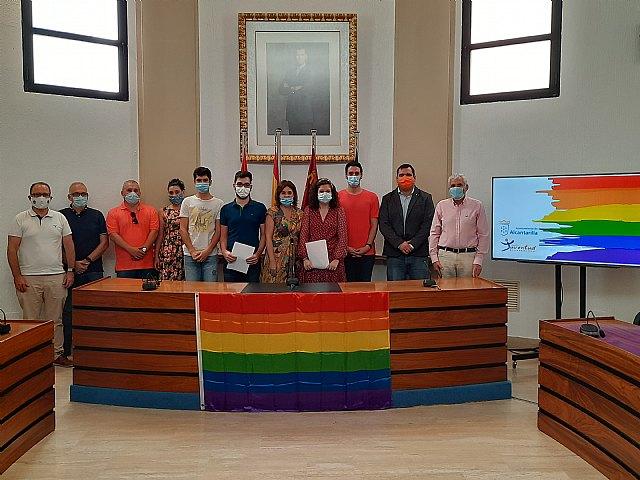 Las asociaciones juveniles de Alcantarillan leen el manifiesto para conmemorar el Día del Orgullo LGTBI - 4, Foto 4