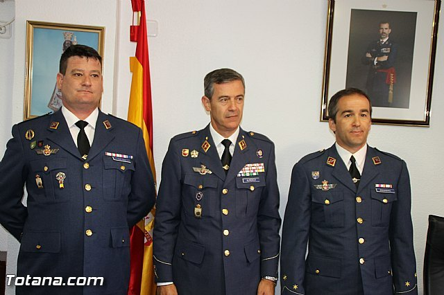 El Comandante del Cuerpo General del Ej�rcito del Aire Juan Carlos Giz toma posesi�n de la Jefatura del Escuadr�n del EVA 13, Foto 3
