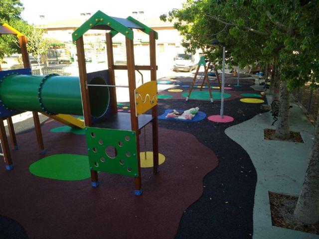 Finalizan las obras de sustituci�n del pavimento de caucho de la zona de juegos infantiles del parque Tierno Galv�n, Foto 2