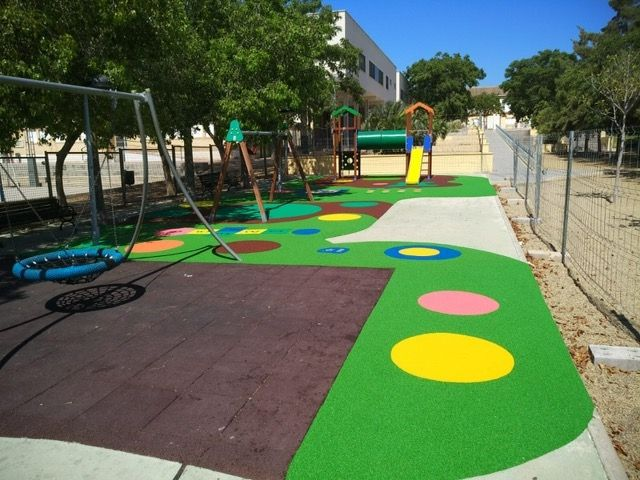 """Completion of the replacement of the rubber pavement in the playground area of the """"Tierno Galván"""" park - 6"""