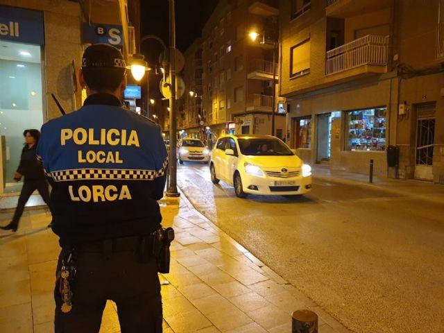 La Policía Local de Lorca detiene a un individuo sobre el que recaía una orden de expulsión y otra de búsqueda y captura por delitos cometidos en varios países de la Unión Europea - 1, Foto 1