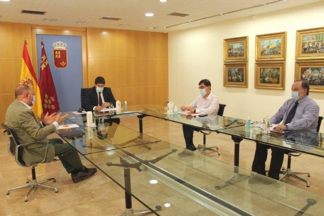 El alcalde se muestra muy esperanzado de que se flexibilice la situación tras la reunión mantenida con López Miras