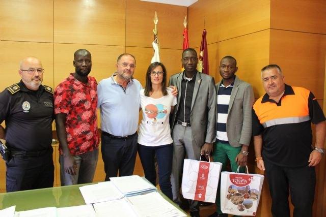 El alcalde ofrece una recepci�n al regidor de Fatao (Mal�), Foto 5