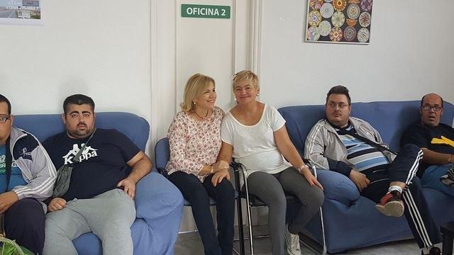 Ampl�an en cuatro plazas la atenci�n que presta a personas con enfermedad mental de Totana y comarca, Foto 2