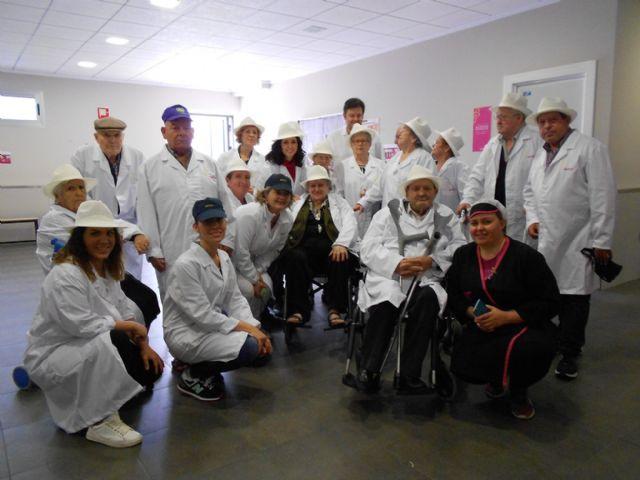 Los Centros de D�a para Personas Mayores Dependientes de Totana visitan MOYCA, Foto 6