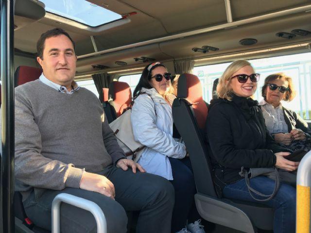 El Ayuntamiento pone en marcha la nueva línea gratuita de autobús entre el parking del Artés Carrasco y el Hospital Rafael Méndez - 2, Foto 2
