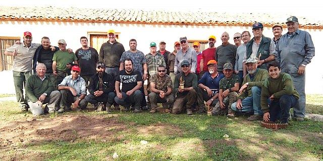 Una treintena de cazadores participaron ayer en el XXXIII Campeonato de Caza Menor con Perro, Foto 1
