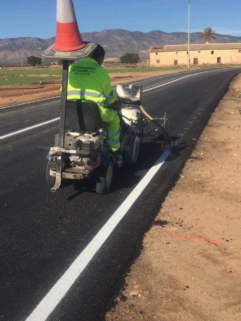 Mejoran la confortabilidad y seguridad de la carretera regional que comunica las pedanías de El Escobar y Cuevas de Reyllo - 1, Foto 1