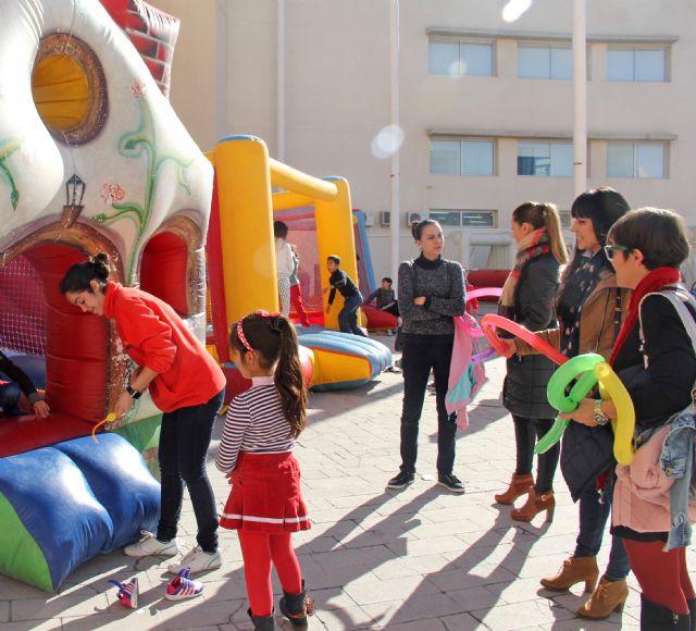 Puerto Lumbreras organiza talleres, juegos educativos y castillos hinchables para los más pequeños a través de la feria infantil 'Navilandia' - 1, Foto 1