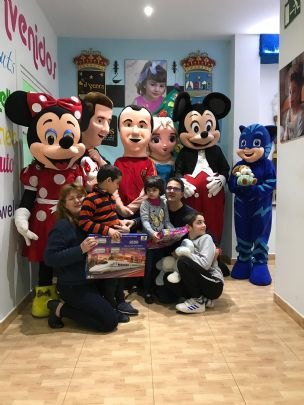 La Peña Barcelonista de Totana visits the Christmas schools of the multidisciplinary centers of integral attention to people with RD - 1