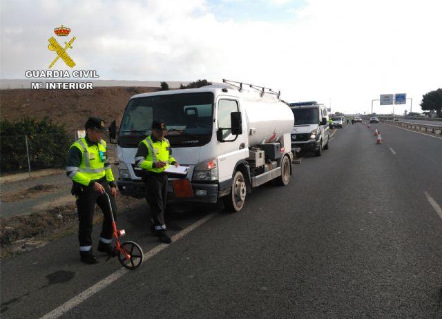 La Guardia Civil investiga al conductor de un camión de mercancías peligrosas por conducir bajo la influencia de la cocaína