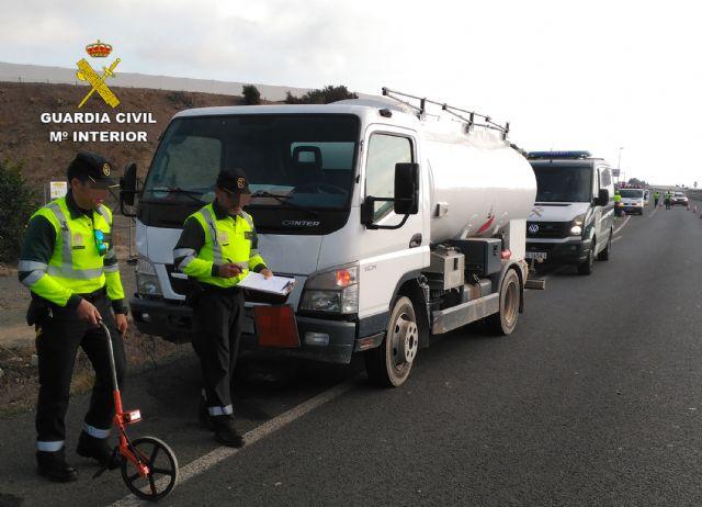 La Guardia Civil investiga al conductor de un camión de mercancías peligrosas por conducir bajo la influencia de la cocaína, Foto 2