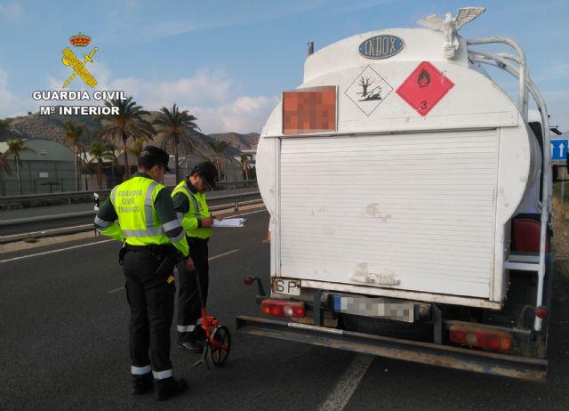 La Guardia Civil investiga al conductor de un camión de mercancías peligrosas por conducir bajo la influencia de la cocaína, Foto 3