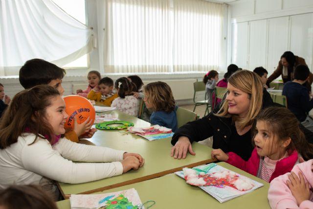 Alicia Jiménez y la concejal de Política Social visitan las Escuelas de Navidad, Foto 2