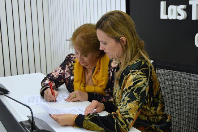 Usuarios de AFES seguirán trabajando en la biblioteca municipal para facilitar su integración social - 3, Foto 3