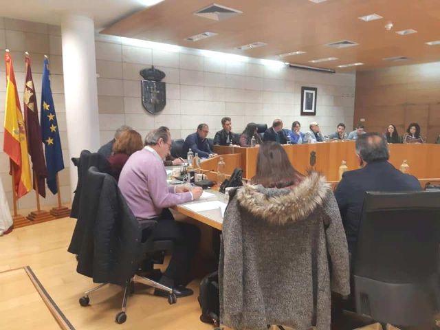 El Pleno aprueba instar al Gobierno regional a que no se implante la pretendida autorizaci�n expresa o pin parental en los centros educativos de la Comunidad Aut�noma, Foto 1