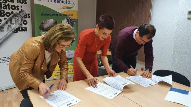 Mª Carmen Morales firma un convenio para prorrogar el programa Estuche de Colores - 1, Foto 1