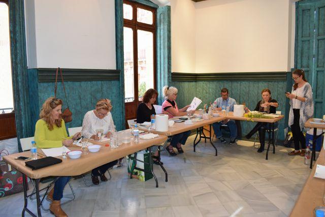 Nono García enseña a pintar con acuarelas en Casas Consistoriales, Foto 3
