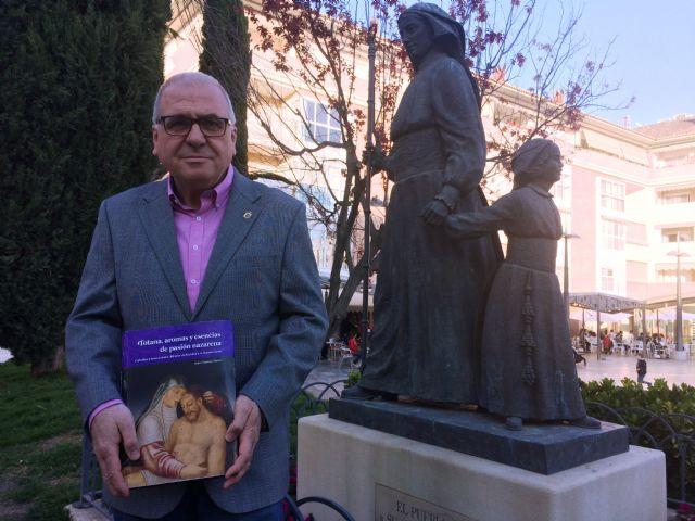 El Cronista Oficial de la Ciudad, Juan C�novas Mulero, presenta este s�bado su �ltima obra sobre la Semana Santa local Totana, aromas y esencias de pasi�n nazarena, Foto 1