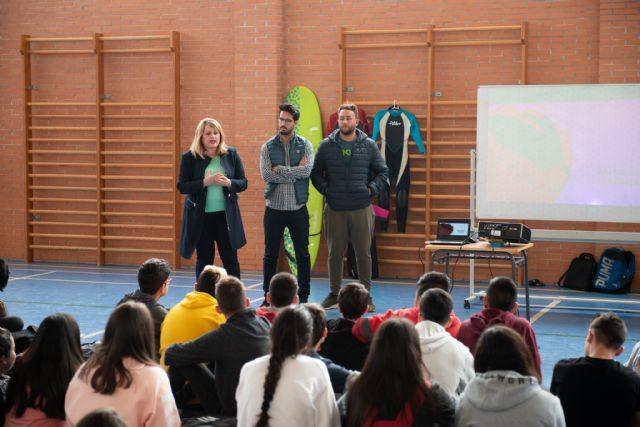 La unidad didáctica de surf acerca los deportes náuticos a 700 alumnos de los centros educativos del municipio - 1, Foto 1