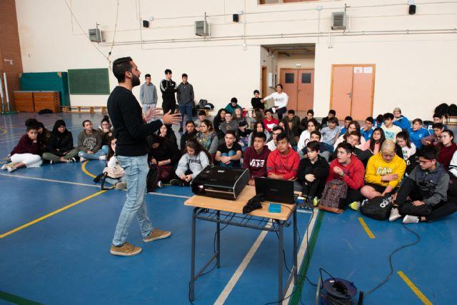 La unidad didáctica de surf acerca los deportes náuticos a 700 alumnos de los centros educativos del municipio - 2, Foto 2