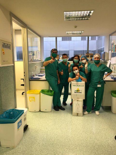 AEMEDSA colabora en la lucha contra el Covid-19 donando 100 trajes químicos al hospital Santa Lucía de Cartagena, Foto 2