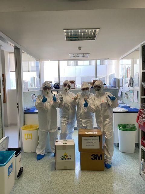 AEMEDSA colabora en la lucha contra el Covid-19 donando 100 trajes químicos al hospital Santa Lucía de Cartagena, Foto 3
