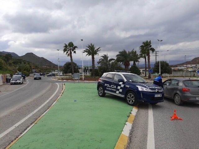 Policía Local y Guardia Civil continúan realizando exhaustivos controles en los principales accesos a Mazarrón, Foto 2