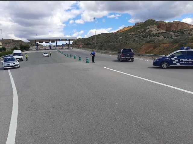 Policía Local y Guardia Civil continúan realizando exhaustivos controles en los principales accesos a Mazarrón, Foto 4