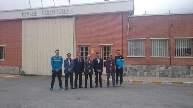 La fundación del FC Barcelona visita el Centro Penitenciario Murcia I, Foto 1