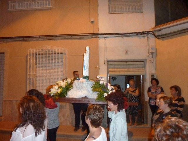 La delegación de Lourdes de Totana celebra el Santo Rosario por las calles de Totana, Foto 2