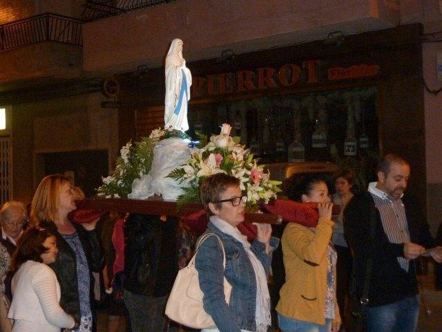 La delegación de Lourdes de Totana celebra el Santo Rosario por las calles de Totana, Foto 4