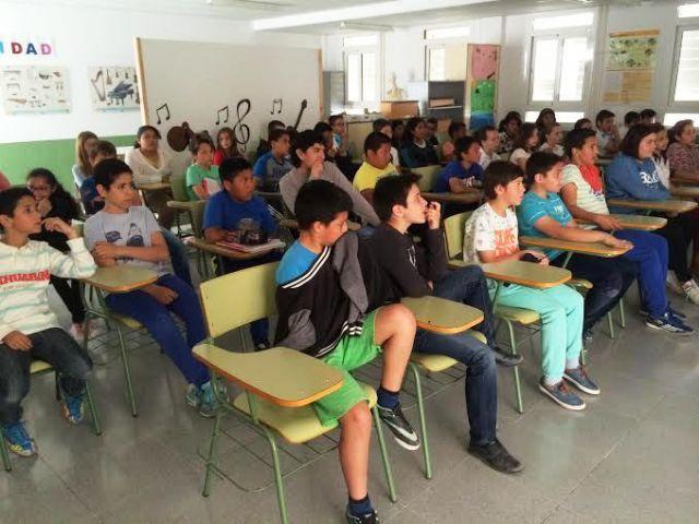 Comienzan las Jornadas de Concienciaci�n Escolar sobre la Tenencia de Animales de Compañ�a en el CEIP La Cruz, Foto 1