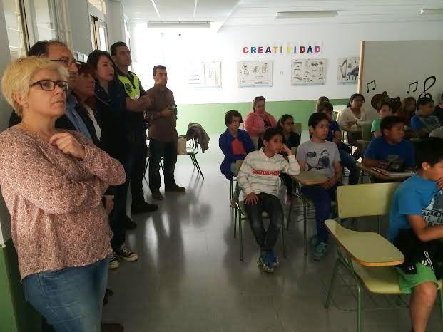 Comienzan las Jornadas de Concienciación Escolar sobre la Tenencia de Animales de Compañía en el CEIP La Cruz, Foto 2