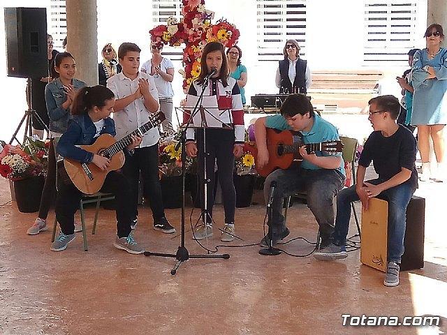 Emotivo y colorido día de La Cruz en el CEIP La Cruz de Totana, Foto 2