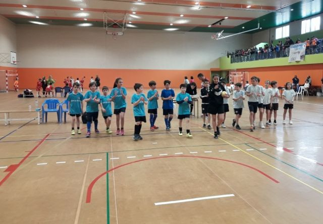 "The schools ""La Cruz"", ""Santiago"" and ""Tierno Galván"" participated in the regional quarterfinals of Team Sports"