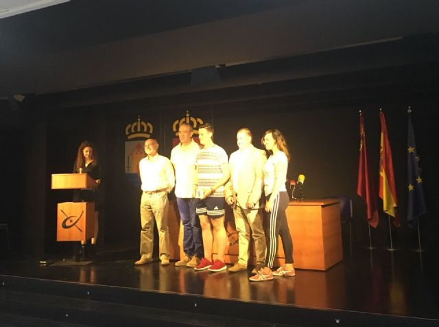 The mayor attends the award ceremony that the Red Cross gives to students of the IES Juan de la Cierva, Foto 7