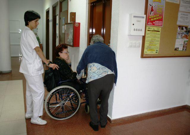 Se amplía  el plazo para presentar ofertas sobre la licitación de los servicios de Centros de Día de Personas Mayores Dependientes de Totana - 1, Foto 1