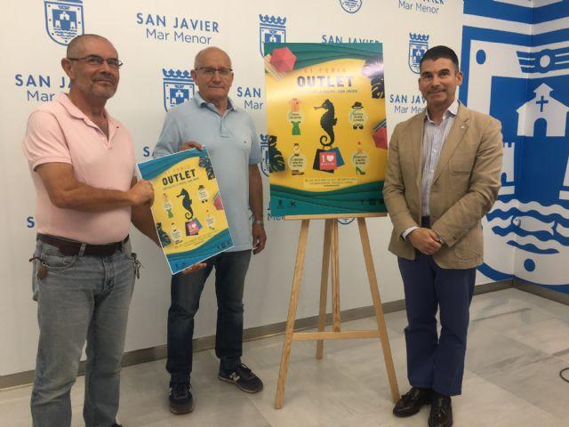El Outlet de Santiago de la Ribera llenará de descuentos y animación el puente del Día de la Región - 1, Foto 1