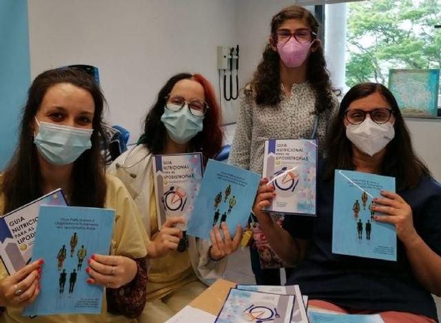 La delegada de AELIP en Portugal entrega la guía de diagnóstico y guía nutricional de las Lipodistrofias - 1, Foto 1